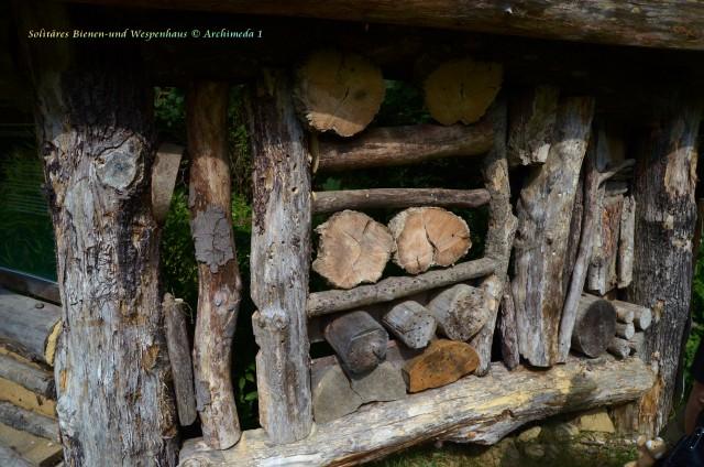 Solitäres Bienen-und Wespenhaus © Archimeda 1-2